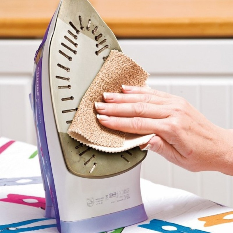 Чем почистить утюг в домашних условиях?