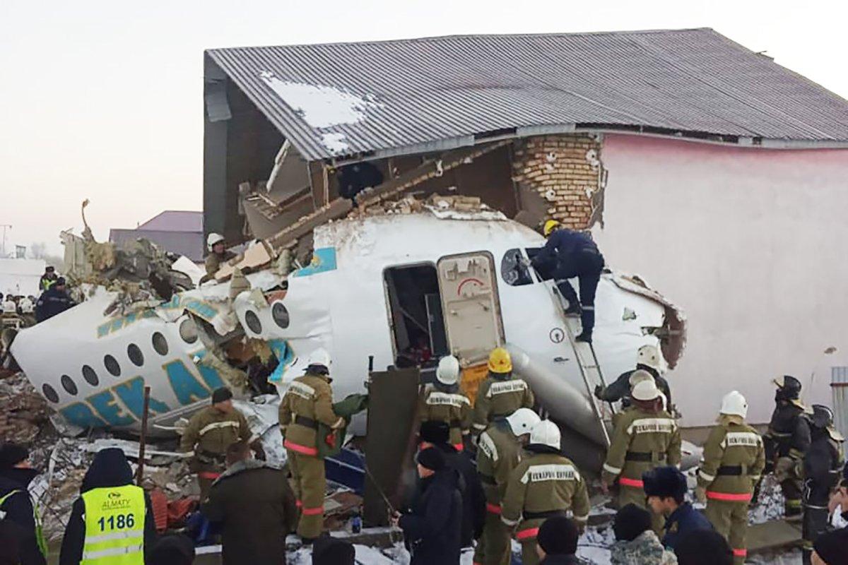 3 возможные причины крушения самолета 27 декабря назвали в МВД Казахстана