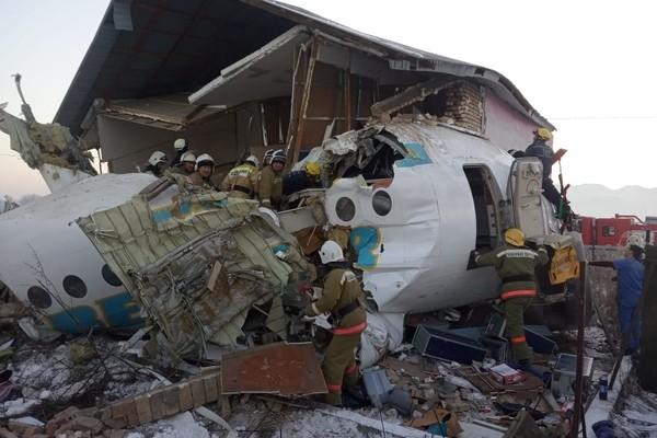 Крушение самолета в казахстане сегодня 27.12.19 смотреть онлайн видео