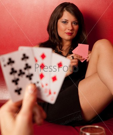 Парень предлагает сыграть девушке в карты - Смешной Анекдот