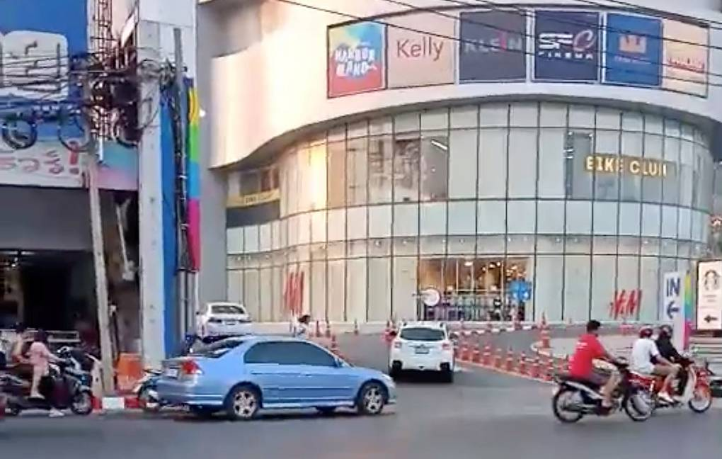 В Тайланде солдат убил 15 человек, сейчас он держит в заложниках ещё 16
