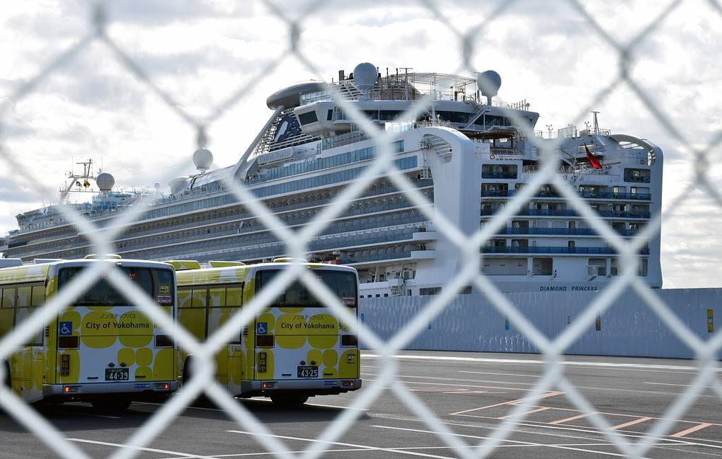 Еще два россиянина на круизном судне в Японии заразились коронавирусом