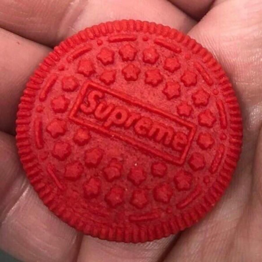 Supreme проведет совместную компанию с печеньем Oreo