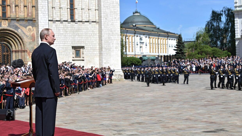 Владимир Путин проводит смотр Президентского полка. Прямая трансляция