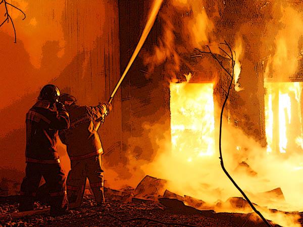 В Сыктывкаре произошел мощный ночной пожар