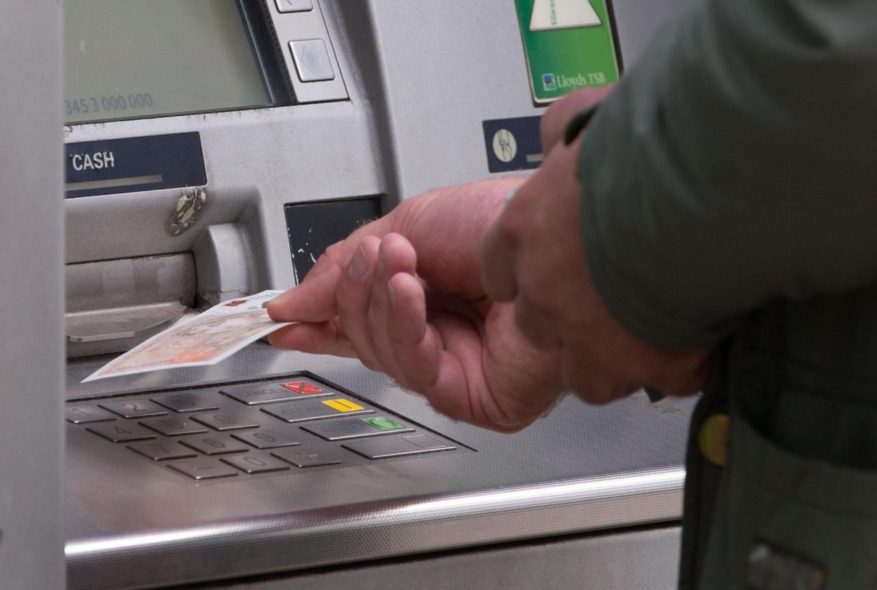 Отток средств россиян из банков может достигнуть 3,4 трлн руб. за 5 лет