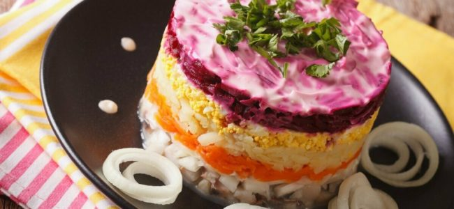 Росстат подсчитал сколько будет стоить любимый салат в новогоднюю ночь