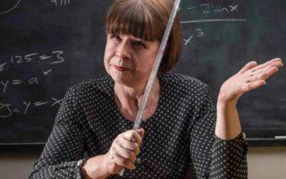 Учительница затравила мать школьницы из за денег в Тюмени